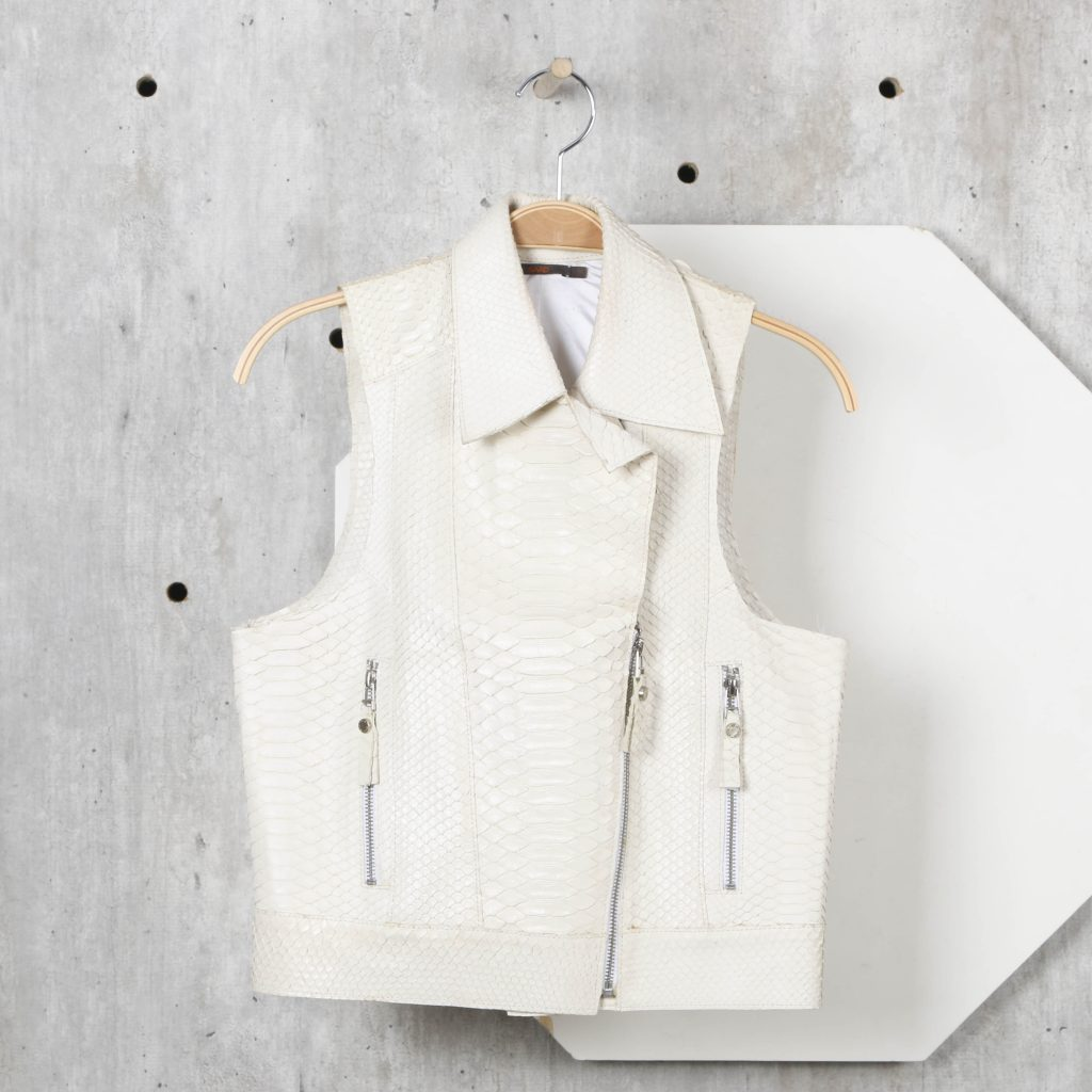 781887f38 ... do guarda-roupa e criou uma loja no site Enjoei. Desde esta  quinta-feira (13 09)