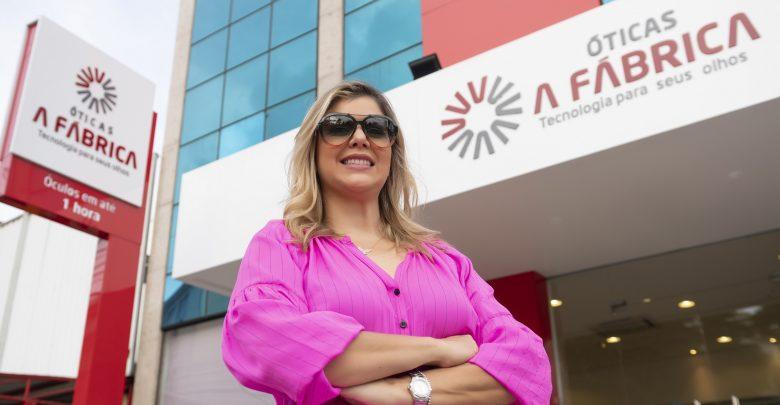 600cef355 A empresária Veruska Pithon está comemorando a chegada da décima quarta  loja da ótica A Fábrica. Desta vez, a cidade de Feira de Santana foi a  escolhida.
